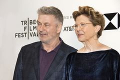 Alec Baldwin Annette Bening am Tribeca-Film-Festival 2018 lizenzfreie stockbilder