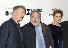 Alec Baldwin, Tom Hulce och Annette Bening på den Tribeca filmfestivalen 2018 fotografering för bildbyråer