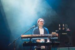 Alec Meen av musikbandet Mac DeMarco, under kapacitet på Palladium Riga royaltyfri foto