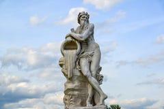 Alegoría de dios del río Scamander - escultura en el parque Kuskovo de Moscú, el comenzar XVIII del siglo Rusia imagen de archivo