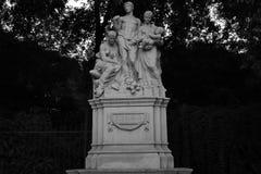 Alegoría del trabajo sobre la estatua de piedra foto de archivo