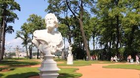 Alegoryczna rzeźba w lato ogródzie zbiory