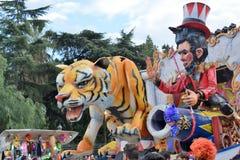 Alegoryczny pławik przedstawia różnorodnych cyrkowych charaktery obrazy royalty free