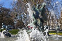 Alegría de la fuente de la vida en Hyde Park de Londres Imágenes de archivo libres de regalías