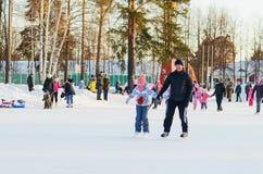Alegría del invierno patinaje Imagenes de archivo