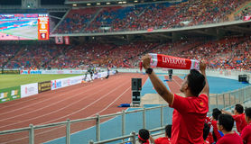 Alegría no identificada de los fans de Malasia en la acción Imágenes de archivo libres de regalías