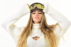 Alegre e positivo Feriados de inverno felizes Esporte e atividade de inverno Menina no desgaste do esqui ou do snowboard Mulher d fotos de stock royalty free