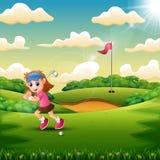 Alegre uma menina que joga o golfe na corte ilustração stock
