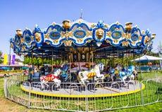Alegres pequenos vão círculo na feira de condado local Fotografia de Stock