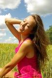 Alegria da mulher no campo Foto de Stock