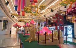 Alei K zakupy centrum handlowego wnętrze Zdjęcia Royalty Free
