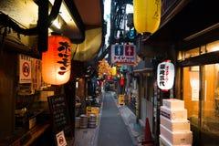 Aleia de Omoide Yokocho no Tóquio Fotografia de Stock Royalty Free