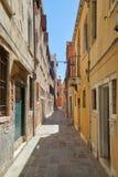 Aleia de Veneza, construções e fachadas das casas, ninguém em Itália imagem de stock royalty free