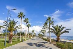 Aleia do passeio no parque de Molos no centro de Limassol, Chipre imagens de stock royalty free