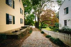 Aleia e casas do tijolo em Salem Historic District idoso, em Winsto foto de stock