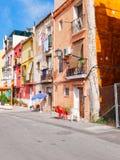 Aleia estreita bonita na cidade velha de Alicante spain imagens de stock