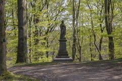 Aleia histórica velha da castanha em Chotebor durante a estação de mola, árvores em duas fileiras, cena romântica Fotos de Stock