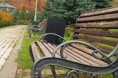Aleja ławki w parku zdjęcie royalty free