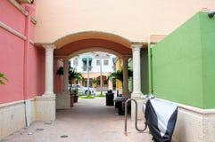 Aleja prowadzi sklepy detaliczni & biznesy, FL obrazy royalty free