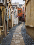 Aleja przy podupadłą częścią śródmieścia Baku Fotografia Stock
