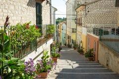 Aleja w Numana, Marche, Włochy fotografia stock
