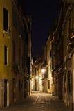 Aleja w Wenecja przy nocą Obrazy Royalty Free