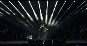 Alejandro Sanz στη σκηνή κατά τη διάρκεια του γύρου συναυλίας της Στοκ Φωτογραφίες