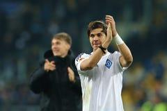 Aleksandar Dragovic画象,当他鼓掌对他的爱好者在UEFA欧罗巴16在时的发电机之间的秒腿比赛以后同盟回合  免版税库存照片