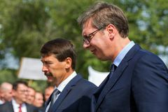 Aleksandar Vucic och Janos Ader, serb- och ungrarepresident arkivbilder