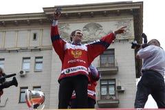 Aleksander Mikhaylovich Ovechkin robi jaźni przeciw tłu Kremlin, Moskwa Obraz Stock