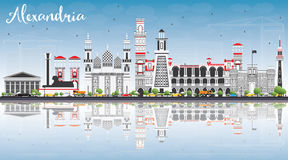 Aleksandria linia horyzontu z Szarymi budynkami, niebieskim niebem i odbiciami, Zdjęcia Stock