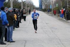 Aleksey Shelest aux 20.000 mètres de promenade de chemin Images libres de droits