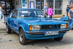 ALEMANHA, LIMBURGO - EM ABRIL DE 2017: FORD azul GRANADA 1972 em Limburgo fotografia de stock royalty free