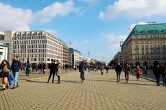 alemania Casas en el tilo de la guarida de Unter de la calle en Berlín 16 de febrero de 2018 fotos de archivo