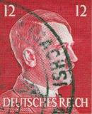 ALEMANIA - CIRCA 1942: Un sello impreso en Alemania muestra el retrato de Adolf Hitler, circa 1942 Fotografía de archivo