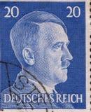 ALEMANIA - CIRCA 1942: Un sello impreso en Alemania muestra el retrato de Adolf Hitler, circa 1942 Fotos de archivo libres de regalías