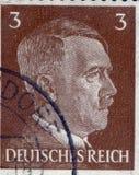 ALEMANIA - CIRCA 1942: Un sello impreso en Alemania muestra el retrato de Adolf Hitler, circa 1942 Imagenes de archivo