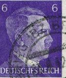 ALEMANIA - CIRCA 1942: Un sello impreso en Alemania muestra el retrato de Adolf Hitler, circa 1942 Imagen de archivo