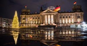 alemania El edificio de la Berlín del Parlamento alemán en el invierno en el lapso de tiempo de la Navidad metrajes