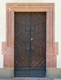 Alemania, puerta marrón de madera del vintage foto de archivo libre de regalías