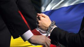 Alemania sanciona Rusia, el conflicto encadenado de los brazos, político o económico, prohibición almacen de metraje de vídeo