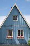 Alemania, Schleswig-Holstein, casa, fachada azul, aguilón foto de archivo libre de regalías