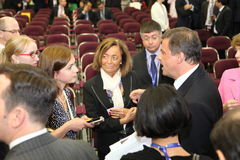 Alenda de ¡ de Carlo Ð, le ministre du développement économique de l'Italie au forum économique international de St Petersburg Photos stock