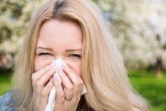 Alergia, Springtimr, kobieta Zdjęcie Royalty Free