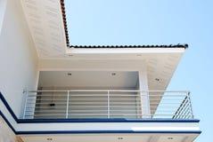 Aleros y casa de la azotea. Foto de archivo libre de regalías
