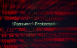 Alerta do sistema de dados da verificação da proteção do ladrão do cyber da segurança da senha! senha protegida na tela de  fotos de stock royalty free