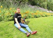 Ales Michl no jardim fotos de stock