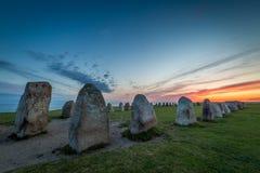 Ales Stenar - un monumento de piedra megalítico de la nave en Suecia meridional foto de archivo