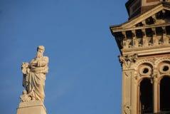 Alessandria-Kathedrale: Statue der Fassade lizenzfreie stockbilder