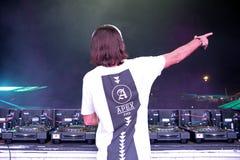Alesso (瑞典节目播音员和电子舞蹈音乐生产商)执行在小谎节日 库存图片